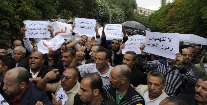 Algérie: les militants du FLN dénoncent cette mascarade