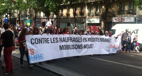Les manifestants soutiennent les migrants à Paris