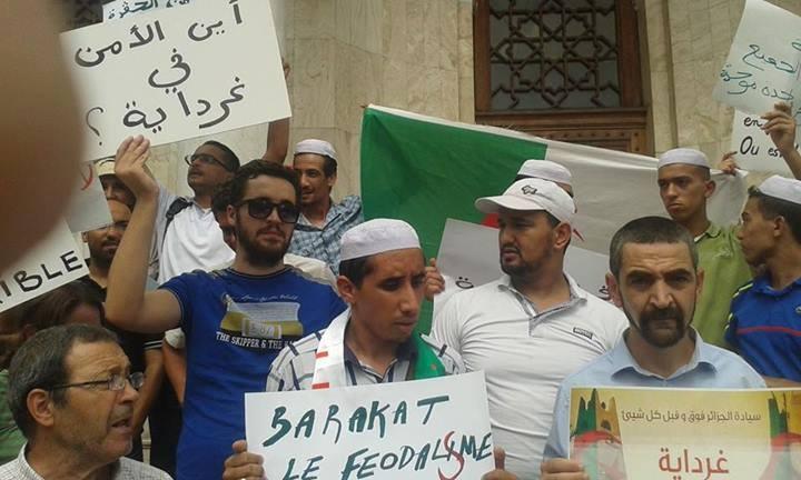 Le mouvement Barakat à la grande Poste d'Alger
