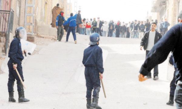 Deux policiers blessés par les jeunes manifestants